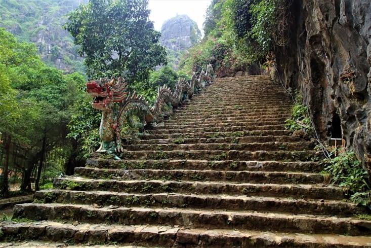 Superbe escalier pour monter au sommet.
