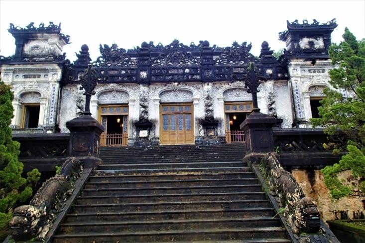 Dans un style totalement différent, le tombeau de Khai Dinh.