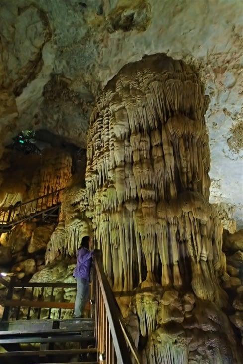 Il y a effectivement de sacrés spécimens de stalactites (ou stalagmites je sais plus !).