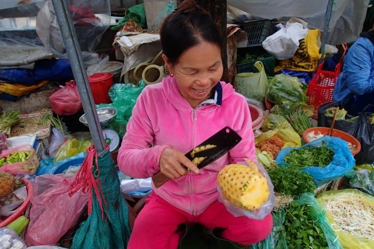 Petite pause ananas frais pour reprendre des forces ?.