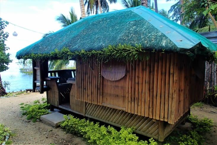 Voilà notre petit bungalow pour ces 4 prochains jours. Face à la mer, top !
