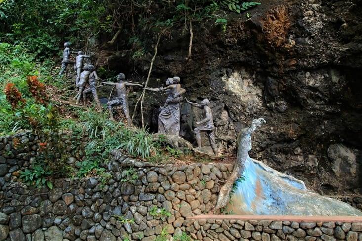 Monument commémoratif du tsunami meurtrier qui a touché Baler en 1735.