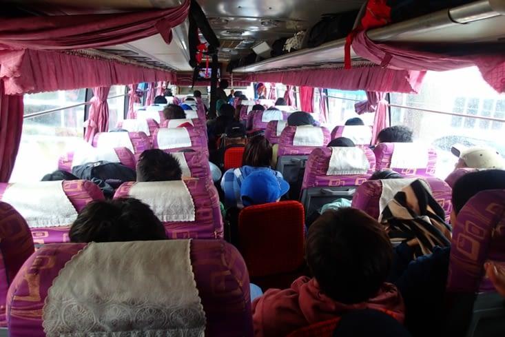 1er jour de l'année ! On a finalement réussi à trouver un bus. Bien blindé mais ça roule !
