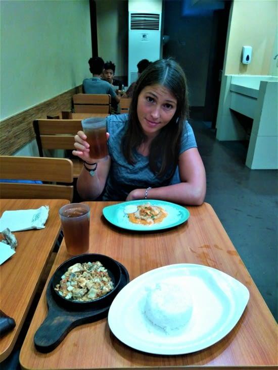 Voilà notre repas de réveillon... Dans un fast food, le seul truc d'encore ouvert à 20h !
