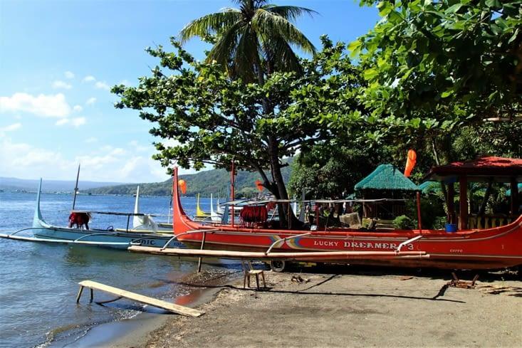 Direction le volcan Taal ! On doit prendre un bateau pour rejoindre le début de la rando.