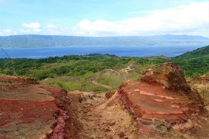 Le mélange des couleurs avec la roche volcanique donne de superbes paysages.