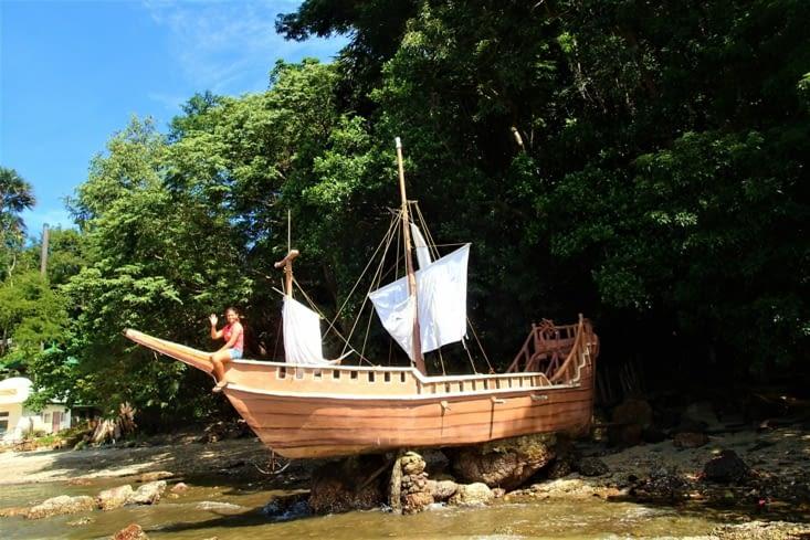Moi j'ai pu faire mumuse sur mon bateau échoué ?. Bon c'est un fake mais ça le fait non?