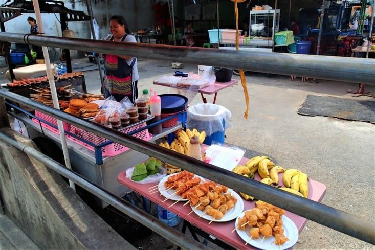 Allez c'est parti ! Pour se mettre dans l'ambiance petit stand de street food.