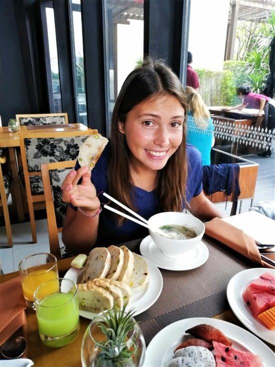 Et Lucie a même eu le droit à un pain sans gluten tout frais aux pistaches et amandes ?