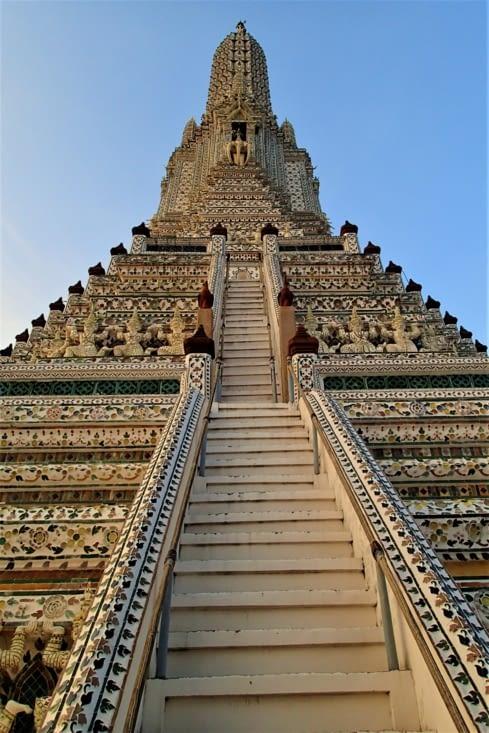 Un des symboles de Bangkok, ce temple est aussi appelé temple de l'aube.
