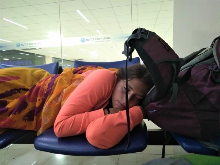 Tellement agréable de dormir avec les sièges bien durs dans les côtes! Allez plus que 2h!