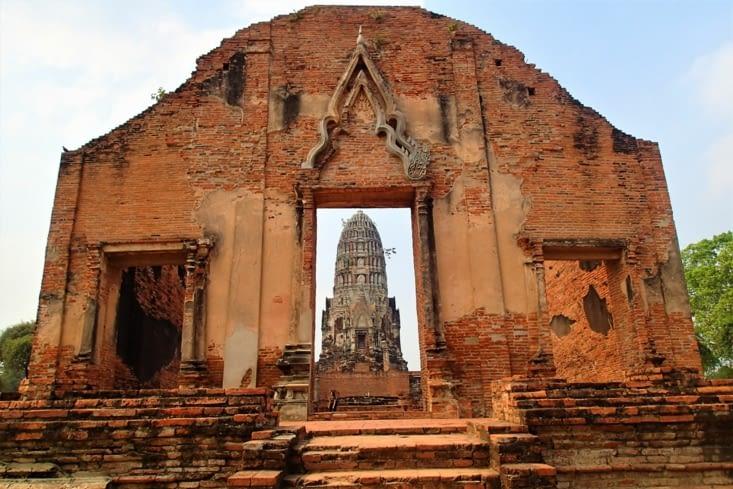 Wat Phra Sri Ratana. Le plus beau temple de la ville avec son magnifique prang.