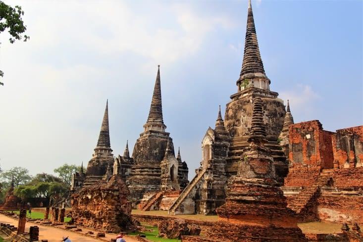 On commence la visite historique de la ville par le magnifique temple Phra Si Sanphet.