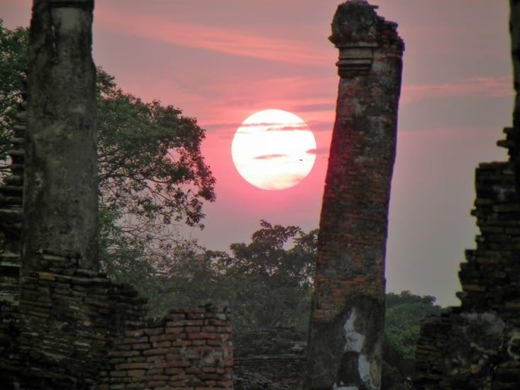 On a pile le temps d'arriver à Ayuthaya pour le sunset sur les ruines. Troooop beau ?!