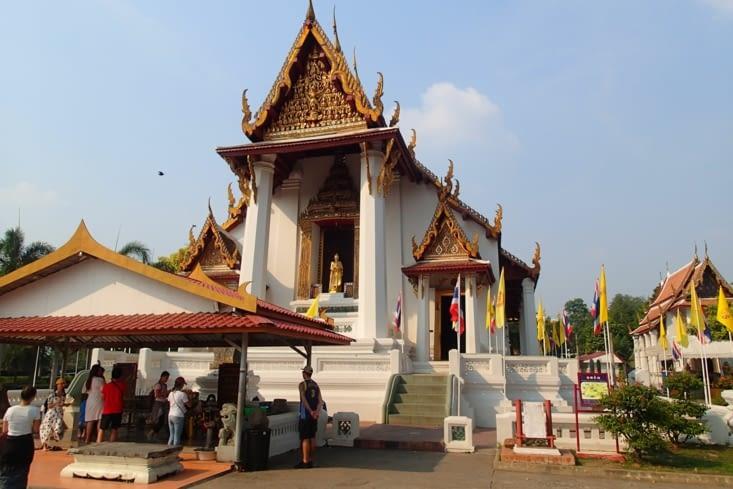 Pour faire le break, voici le temple Na Phra Men rescapé de la guerre avec les birmans.