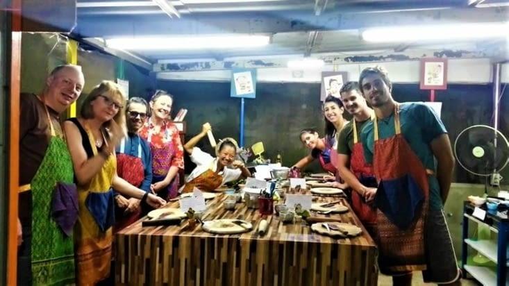 Voici notre team de la soirée avec notre petite chef Thaï qui ne manque pas d'énergie !
