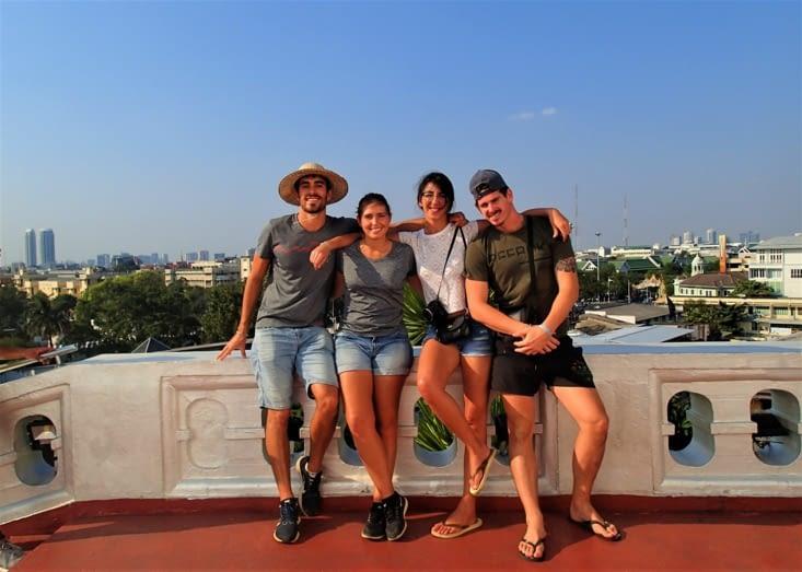 Dernière photo de groupe avec une vue à 360° sur Bangkok.