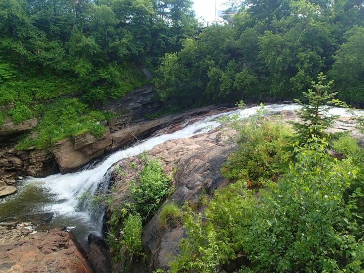 La cascade du village des hurons.