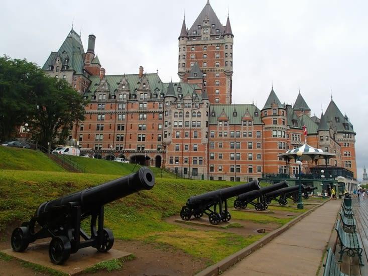 La partie fortifiée de la ville est à visiter. En gros le quartier du Vieux Québec.