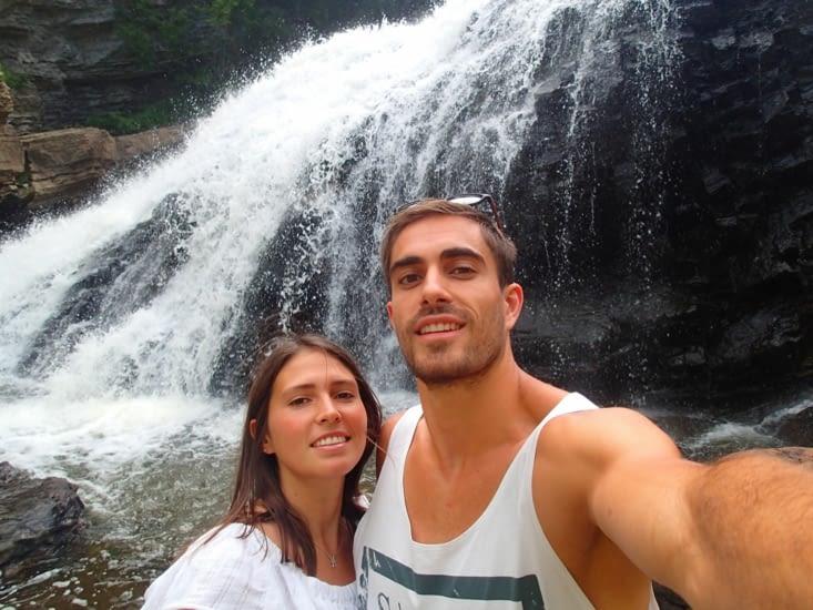 La traditionnelle photo devant la cascade.