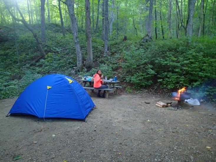 Le camp est installé, l'apéro peut commencer !