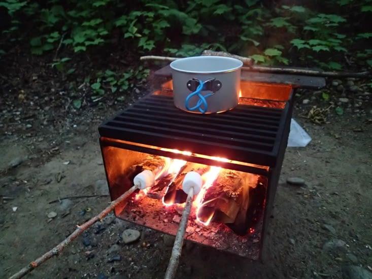"""""""Trop long la cuisson sur le feu... Vient on mange des chamalows !"""""""