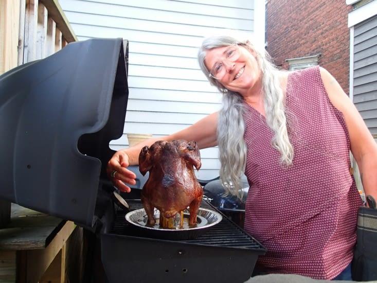 Allison et son poulet à la bière gluten-free fourrée dans le cul ! Hum trop bon !