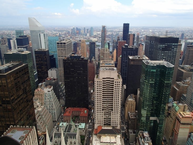 Vue depuis le Rockefeller (connu pour sa photo avec les ouvriers assis sur une poutre).