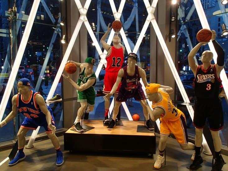 NBA Store, le temple des basketteurs. Petites pensées pour Chad et Pipi ;-)