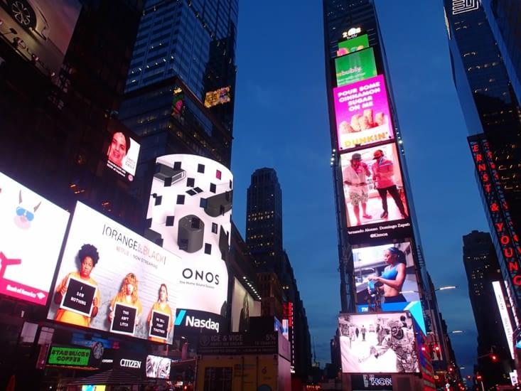 Time Square de nuit, bonjour la facture d'électricité !