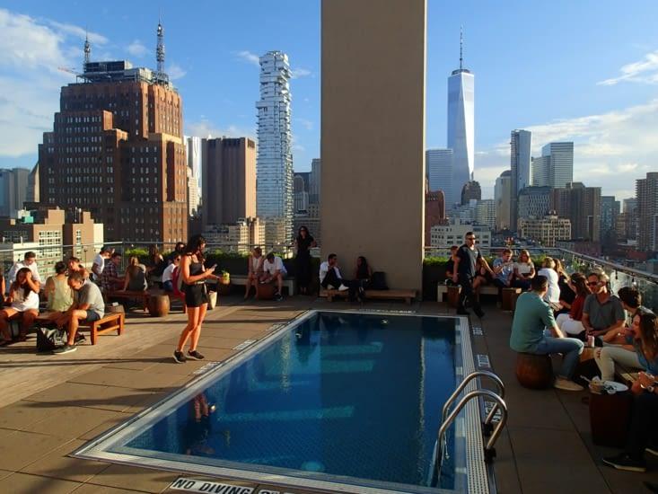 Après tout ça, on avait bien besoin d'un verre. Petit rooftop pour clôturer la journée !