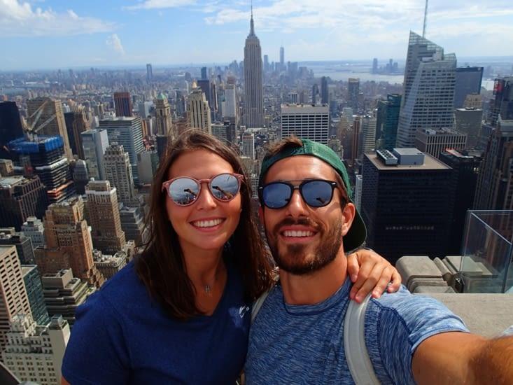 Contents d'être à New York ! Derrière nous on peut voir l'Empire State Building.