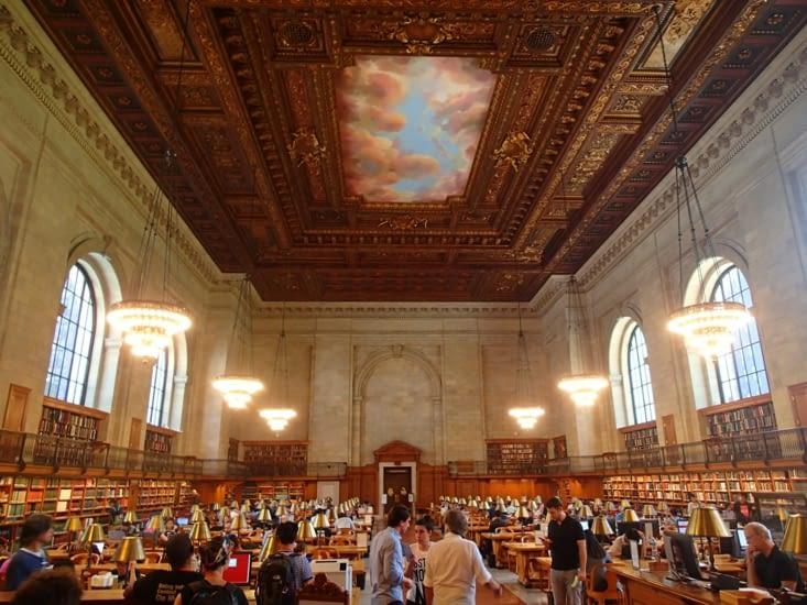 """La bibliothèque de New York où a été tournées certaines scènes du film """"2012""""."""