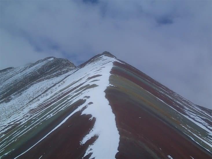 Arrivée au sommet de Vinicunca alias la montagne aux 7 couleurs. Magnifique !