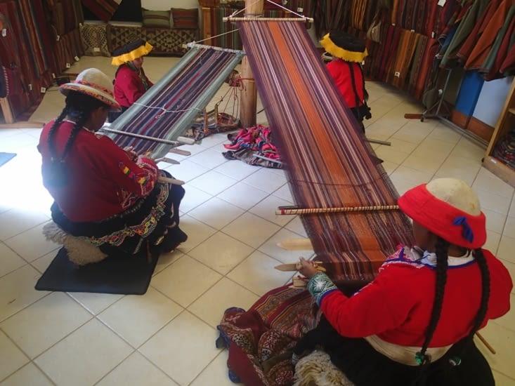 Tissage traditionnel selon la méthode Inca. Ça à l'air bien prise de tête !
