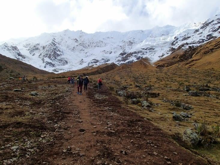 Après le lunch, c'est parti pour 1h de marche en dénivelé pour atteindre le lac à 4300 m.