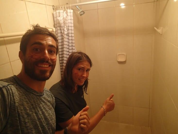 Arrivés à l'hôtel. Enfin une douche chauuuuuude !!!!!! Enfin un filet d'eau chaude...