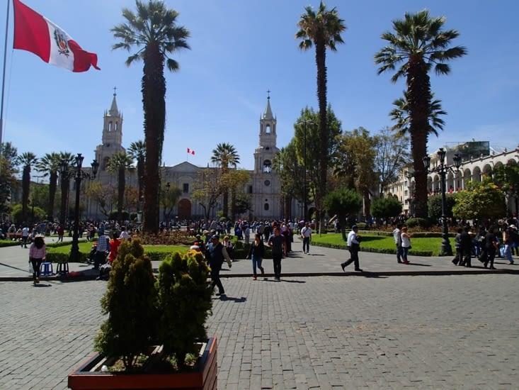 Plaza de Armas. Il y en à une dans chaque ville mais celle ci est particulièrement jolie.