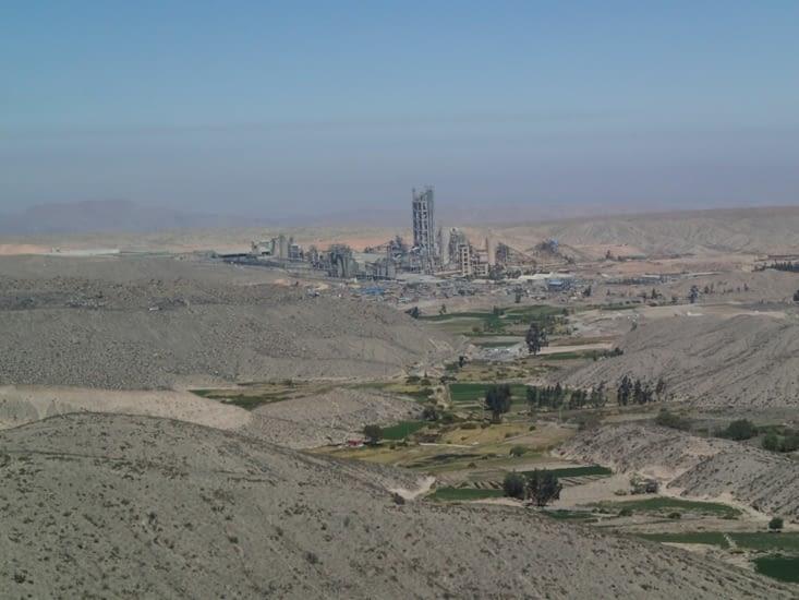 Bien moche mais voici la 1ere activité économique du pays : l'exploitation minière.