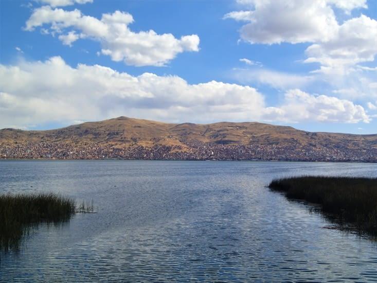 Retour vers Puno. Les îles flottantes sont assez proches de la ville finalement.