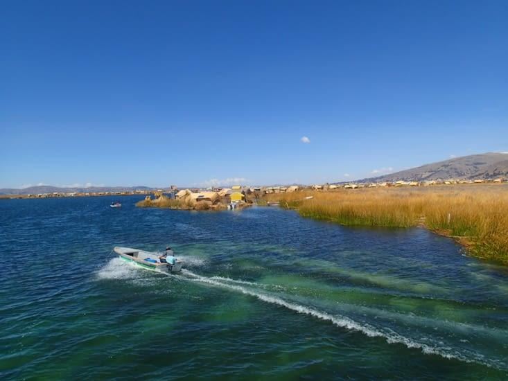 Direction les Iles Flottantes de los Uros au large de Puno !