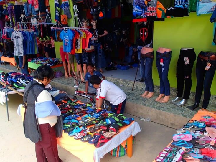 En Bolivie (comme au Pérou), tout le monde met la main à la patte même les plus jeunes !