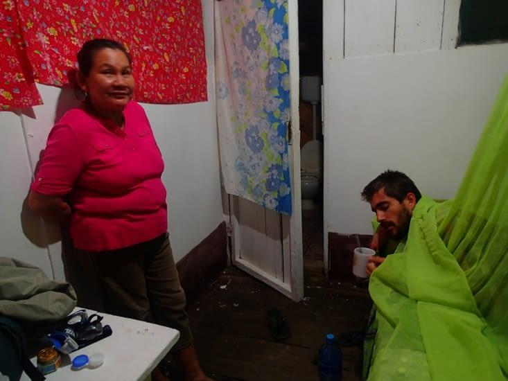 Méga tourista pour Guillaume. A son tour de se faire soigner par la mamita du camp !