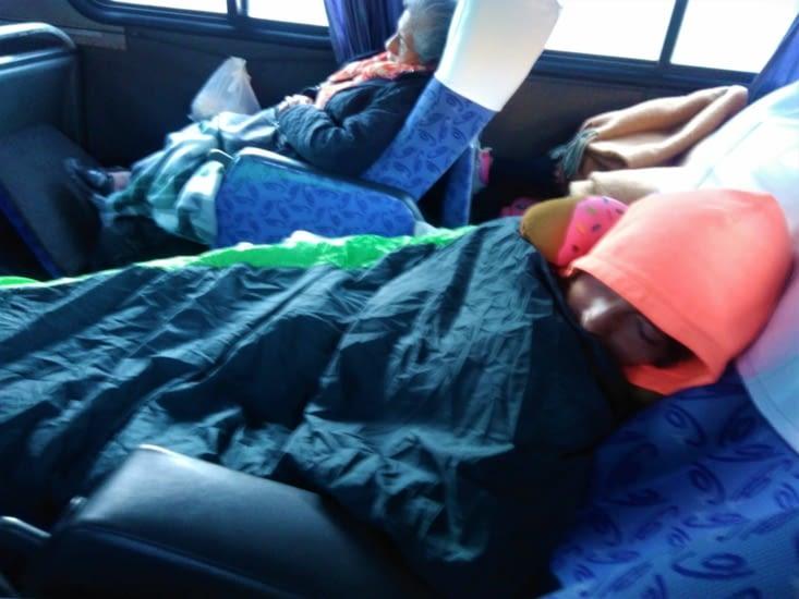 Après 13h de bus (mais dans un bus stylé avec lit couchette), on arrive enfin à Sucre !