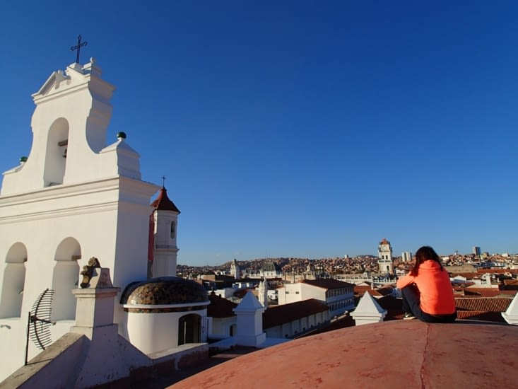 Moment détente sur le toit d'une église. Parfait pour un coucher de soleil sur la ville !