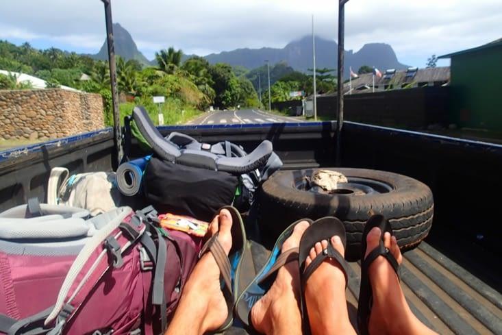 Départ de l'île en stop. Cela marche super bien en Polynésie ! Aucun problème ?