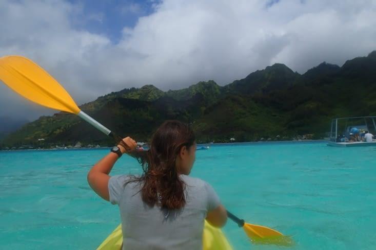 Après-midi canoë pour se balader dans le lagon.