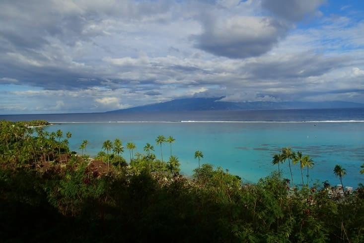 Point de vue sur Tahiti qui est en face de Moorea.