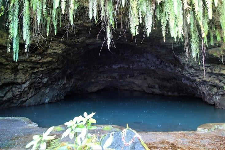 On pense qu'elle est petite mais en fait elle est profonde (80 mètres).