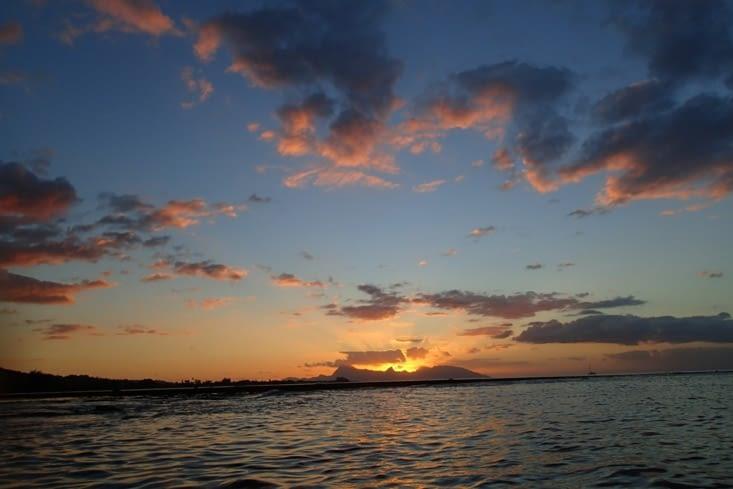 Couché de soleil sur Moorea. Magnifique pour lui dire à bientôt !